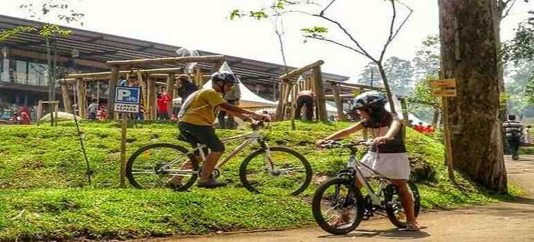 Bersepeda di Dusun Bambu Lembang Bandung