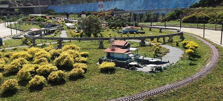 Taman Miniatur Kereta Api Floating Market Lembang Bandung