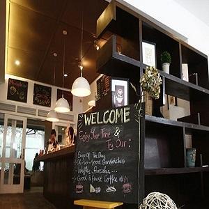 Tempat Nongkrong di Bandung Potluck Coffe Bar & Library