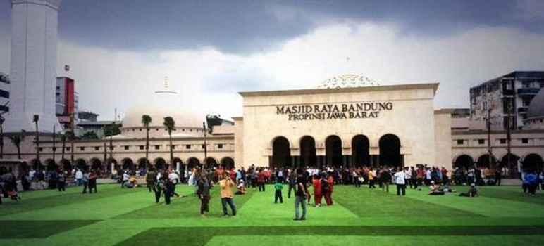 Wisata Masjid Raya Bandung