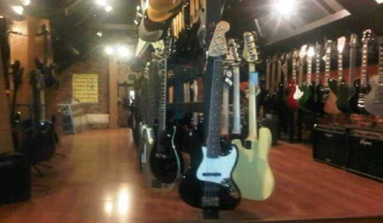 Toko Alat Musik di Bandung Tiga Negeri Music House