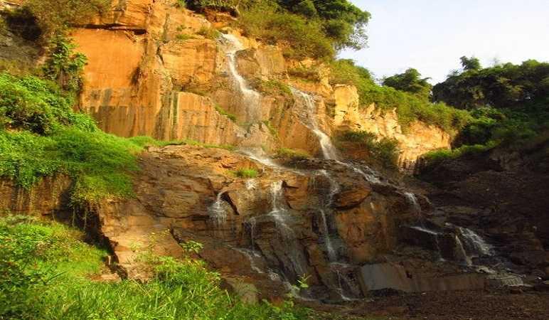 Tempat Wisata Alam di Bandung Timur Curug Batu Templek
