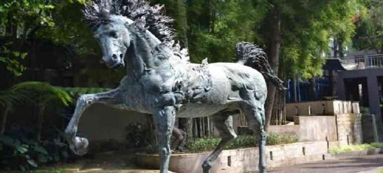 Patung Fire Horse di Nuart Sculpture Park