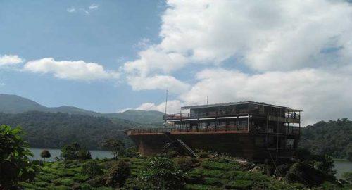 Pinisi Resto Glamping Lakeside Rancabali Ciwidey Bandung