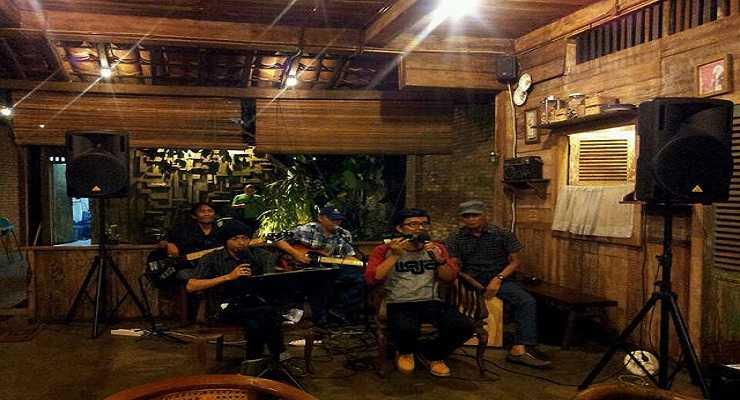Fasilitas Live Music Warung Suluh Bandung