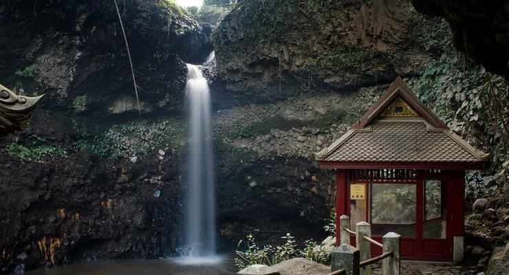 Tempat Wisata Air Terjun Curug Dago di Bandung