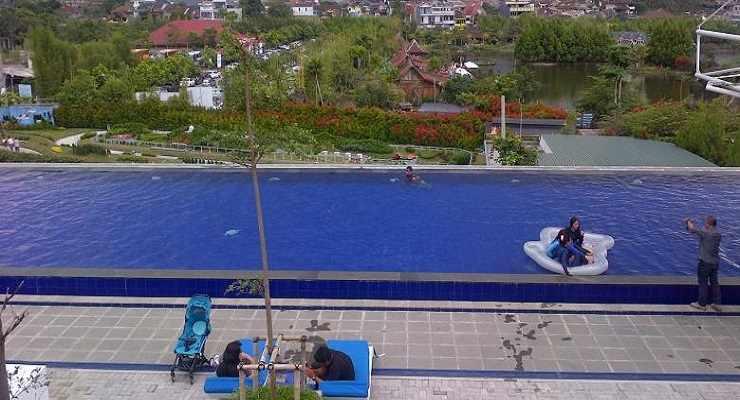 Kolam Renang sky View Floating Market