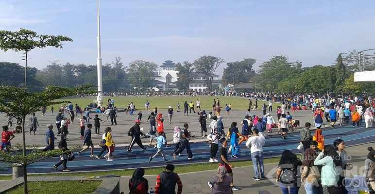 Lapangan Gasibu depan Gedug Sate Bandung