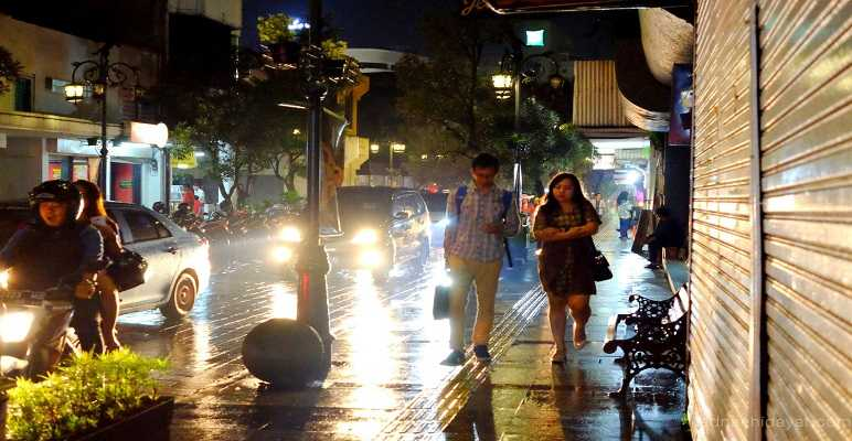 Tempat Ngabuburit di Jalan Braga Bandung