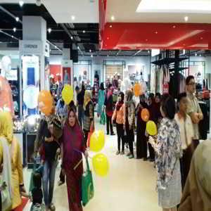 Pusat Perbelanjaan Transmart Carrefour Buah Batu Square Bandung