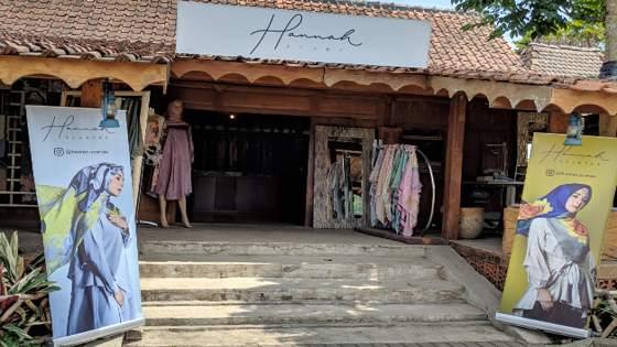 Hannah Scraves Floating Market Lembang
