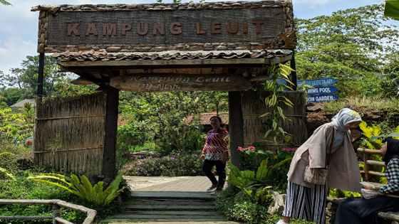 Kampung Leuit Floating Market Lembang