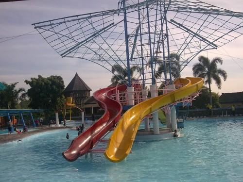 Waterpark Kampoeng Sawah Soreang Bandung
