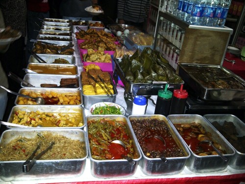 tempat wisata kuliner malam di bandung warung ceu Mar